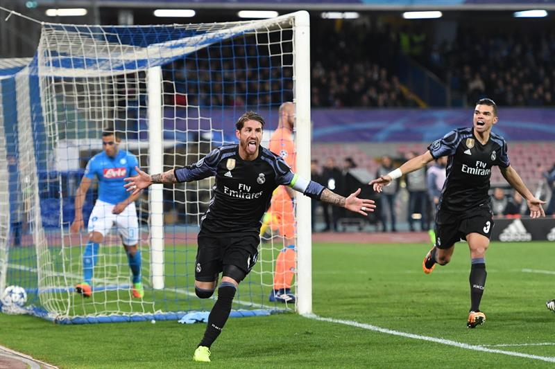 Un doblete de Ramos silencia el San Paolo y mete al Madrid en cuartos