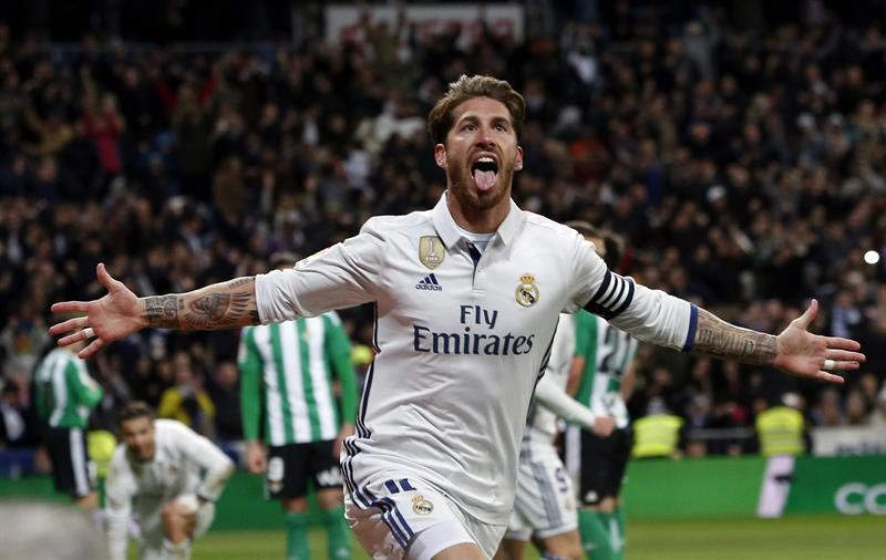 Ramos, eterno salvador, devuelve el liderato al Real Madrid