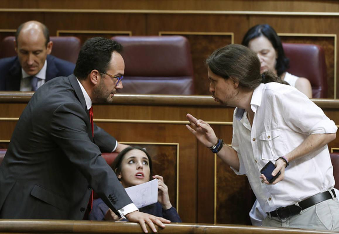 Antonio Hernando, Irene Montero y Pablo Iglesias, en una imagen de archivo. REUTERS/ ANDREA COMAS