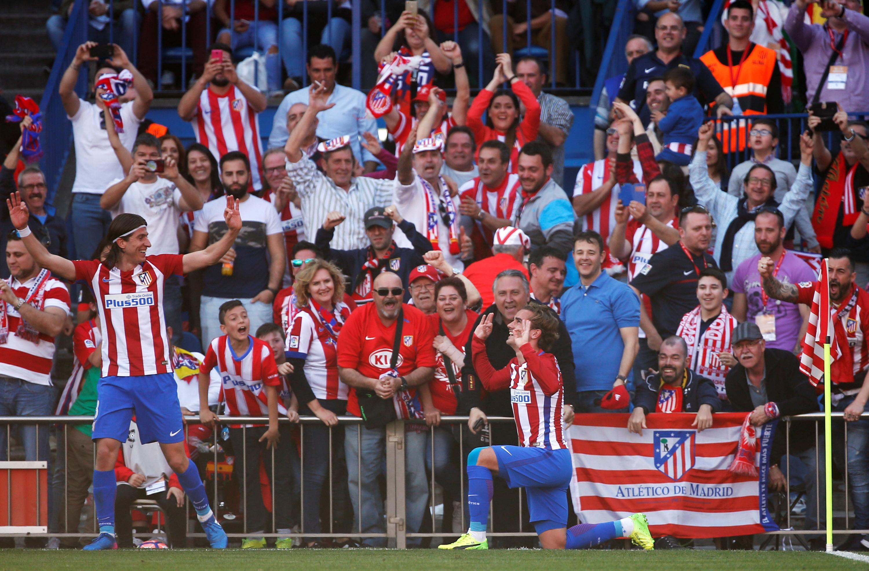 El Atlético golpea al Sevilla y acaricia el tercer puesto