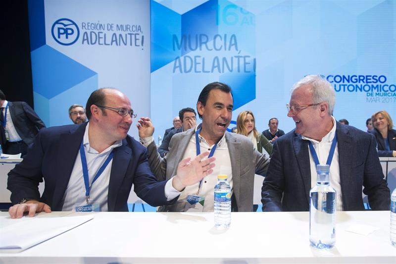 El coordinador general del PP, Fernando Martínez-Maillo, fue el único cargo de los conservadores que acudió a arropar al nuevo presidente de la organización territorial de Murcia, Pedro Antonio Sánchez. EFE