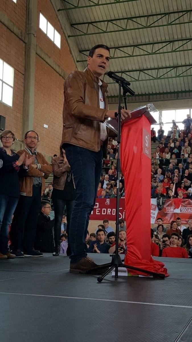 Pedro Sánchez durante el acto de este domingo en Burjassot, Valencia. EUROPA PRESS/@Iloritemartinez