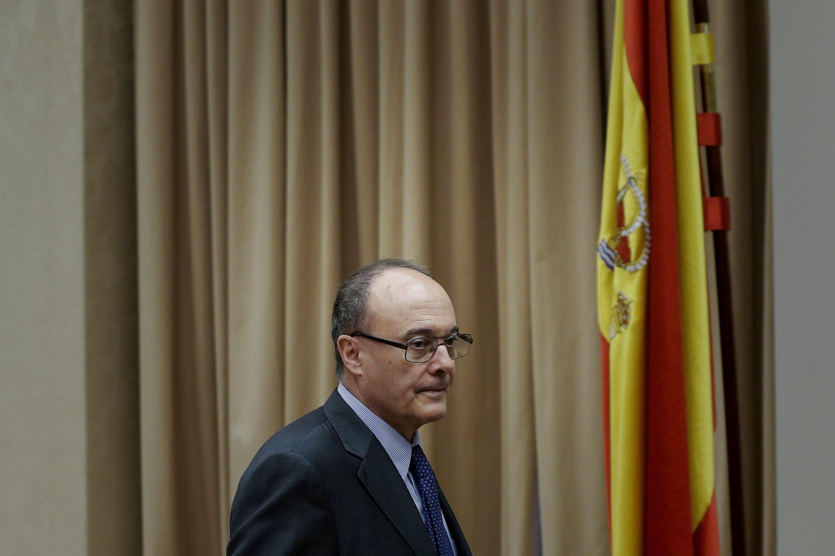 El gobernador del banco de espa a gan euros en for Sucursales banco de espana madrid