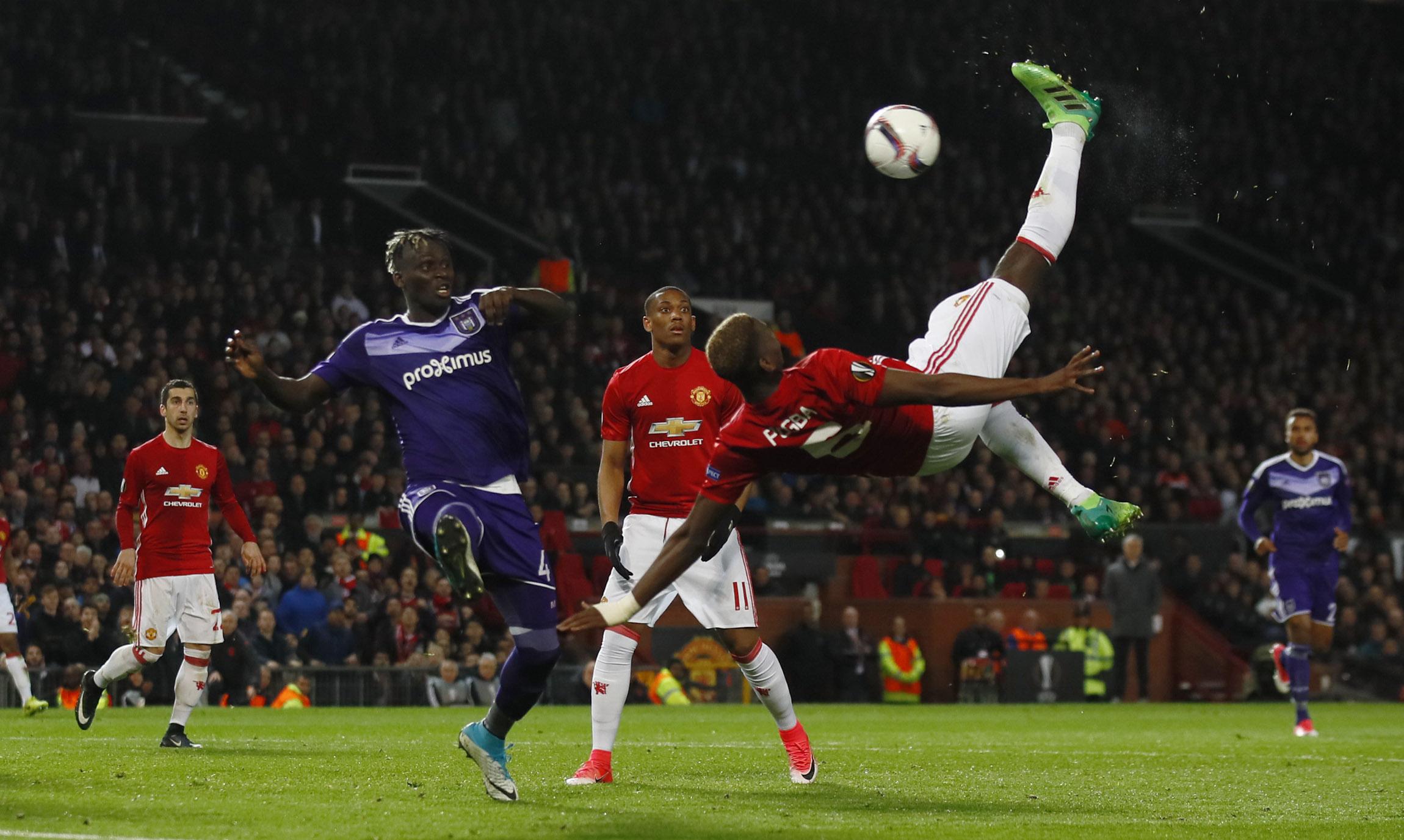 Mueren decenas de hinchas del Manchester United en Nigeria electrocutados viendo el fútbol