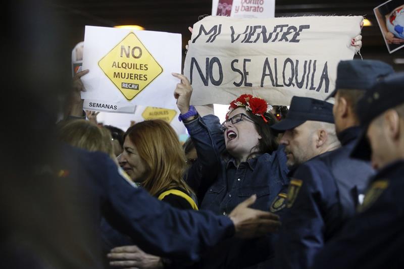 Resultado de imagen de gestacion subrogada manifestacion contra