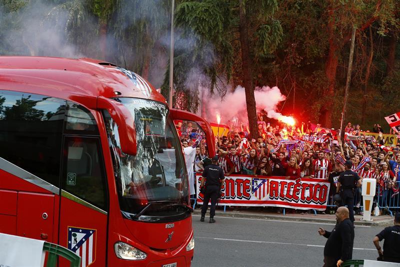 Varios heridos por enfrentamientos entre hinchas del Atlético y la Policía