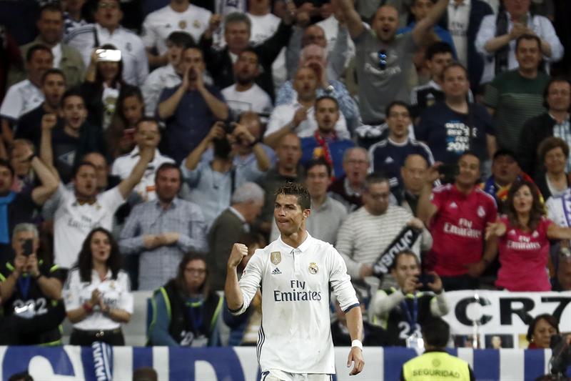 Madrid y Barça golean y aplazan al último suspiro la elección del campeón de Liga