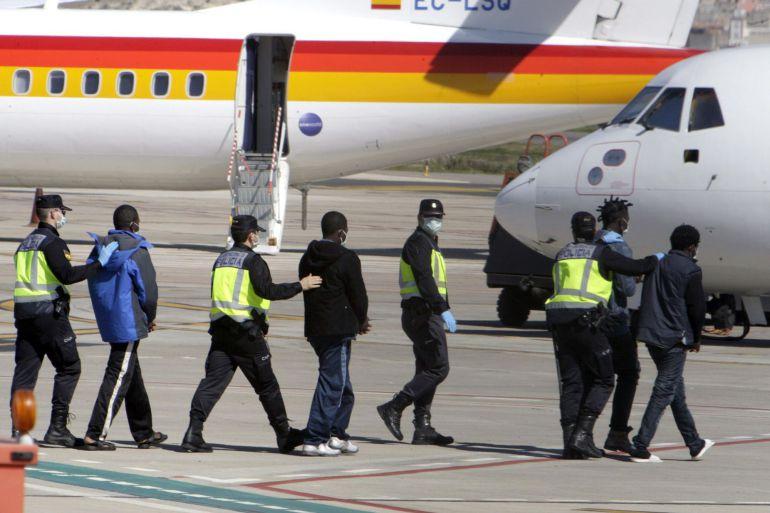 España plantea expulsar a todos los inmigrantes ilegales de su territorio