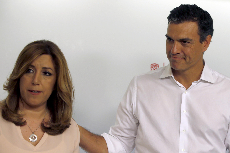 Los candidatos a la Secretaría General del PSOE Susana DÍaz y Pedro Sánchez posan para los medios gráficos en la sede socialista de Madrid, tras conocerse los resultados de las primarias. EFE/Javier Lizón.