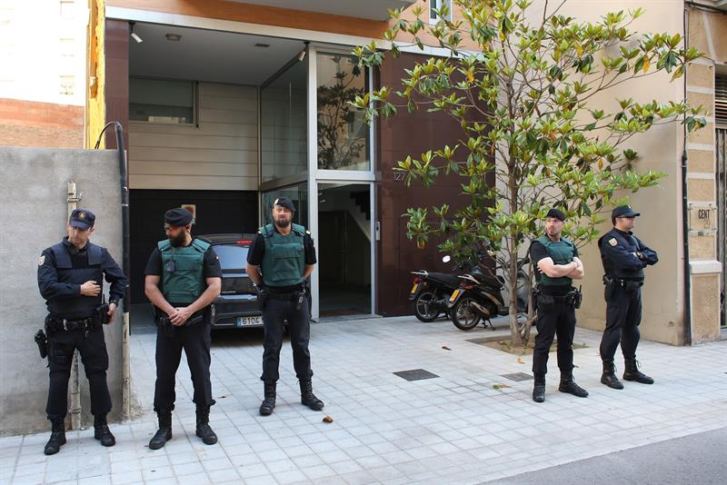 Detenido el expresidente del bar a sandro rosell por for Oficina king barcelona
