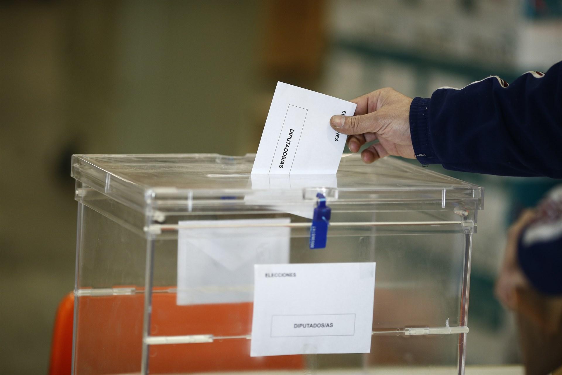Resultado de imagen de fotos de urnas electorales