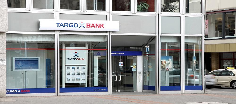 El franc s credit mutuel sale del consejo de popular tras for Oficinas targobank