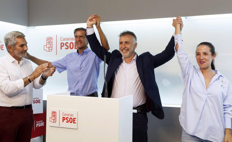 Torres (PSOE) coincide con Clavijo y dice que el candidato a presidir Canarias tiene que ir en la lista autonómica