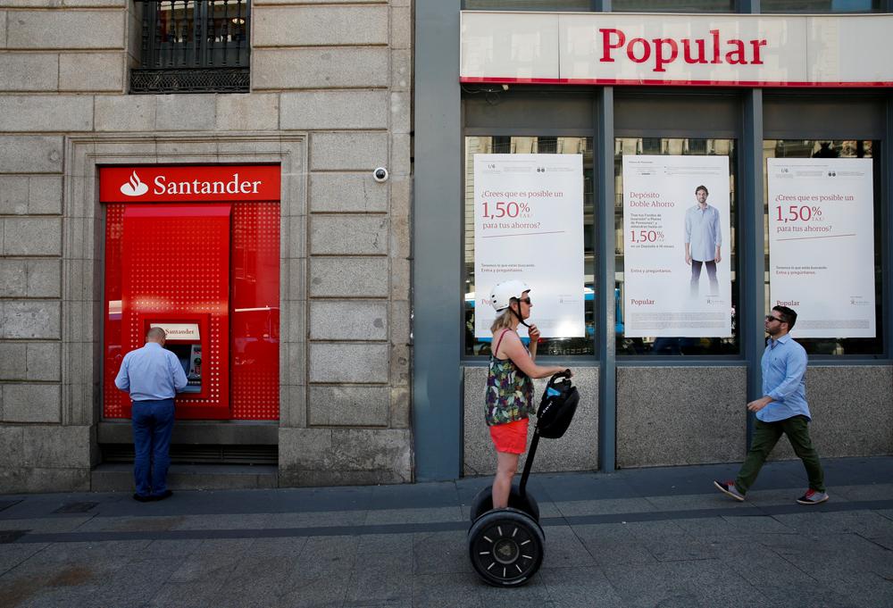 El santander comienza a compensar a los antiguos for Santander cajeros madrid