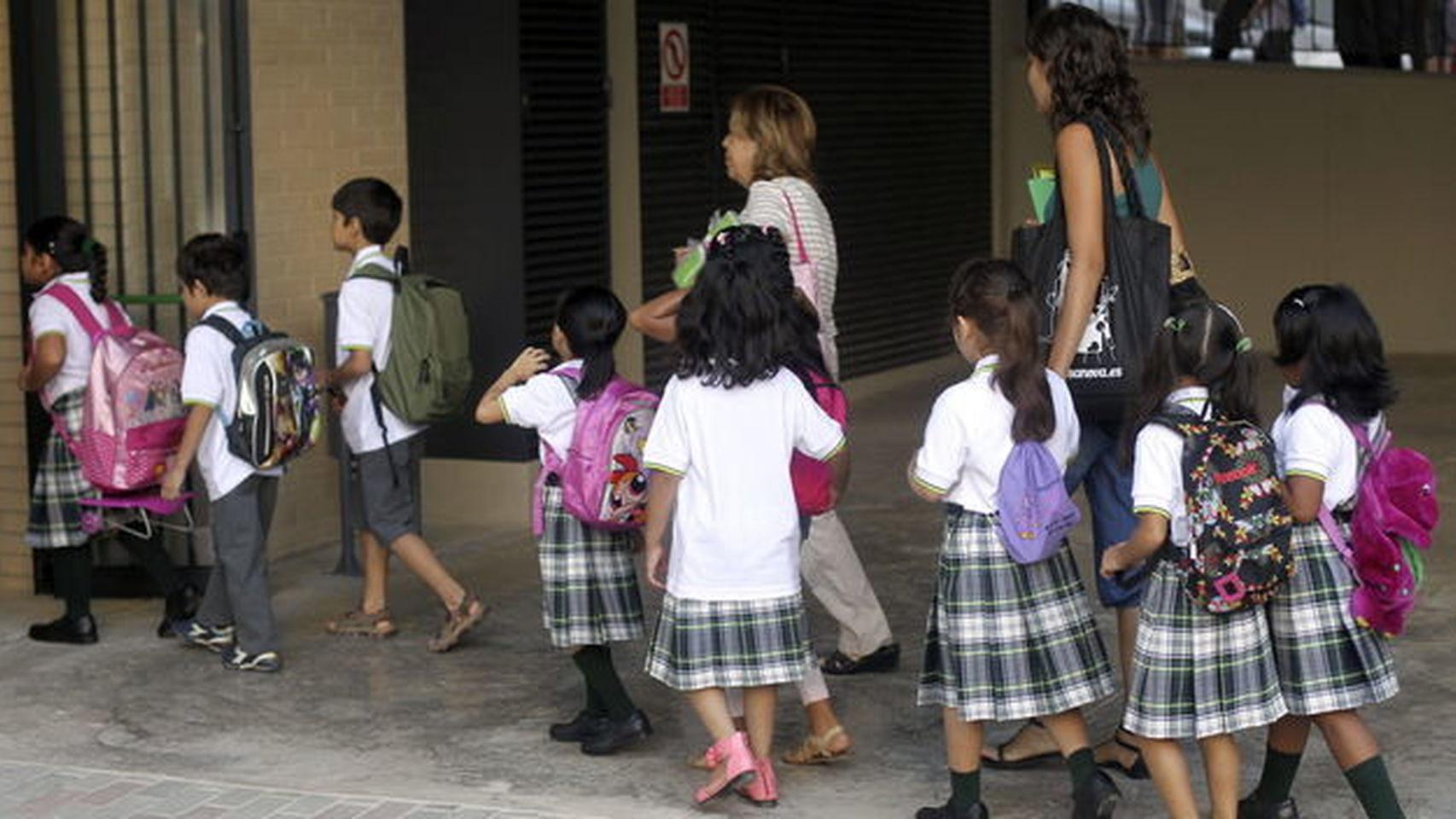 d488c2f4215ed El Congreso pide al Gobierno que elimine la falda obligatoria en el uniforme  del colegio