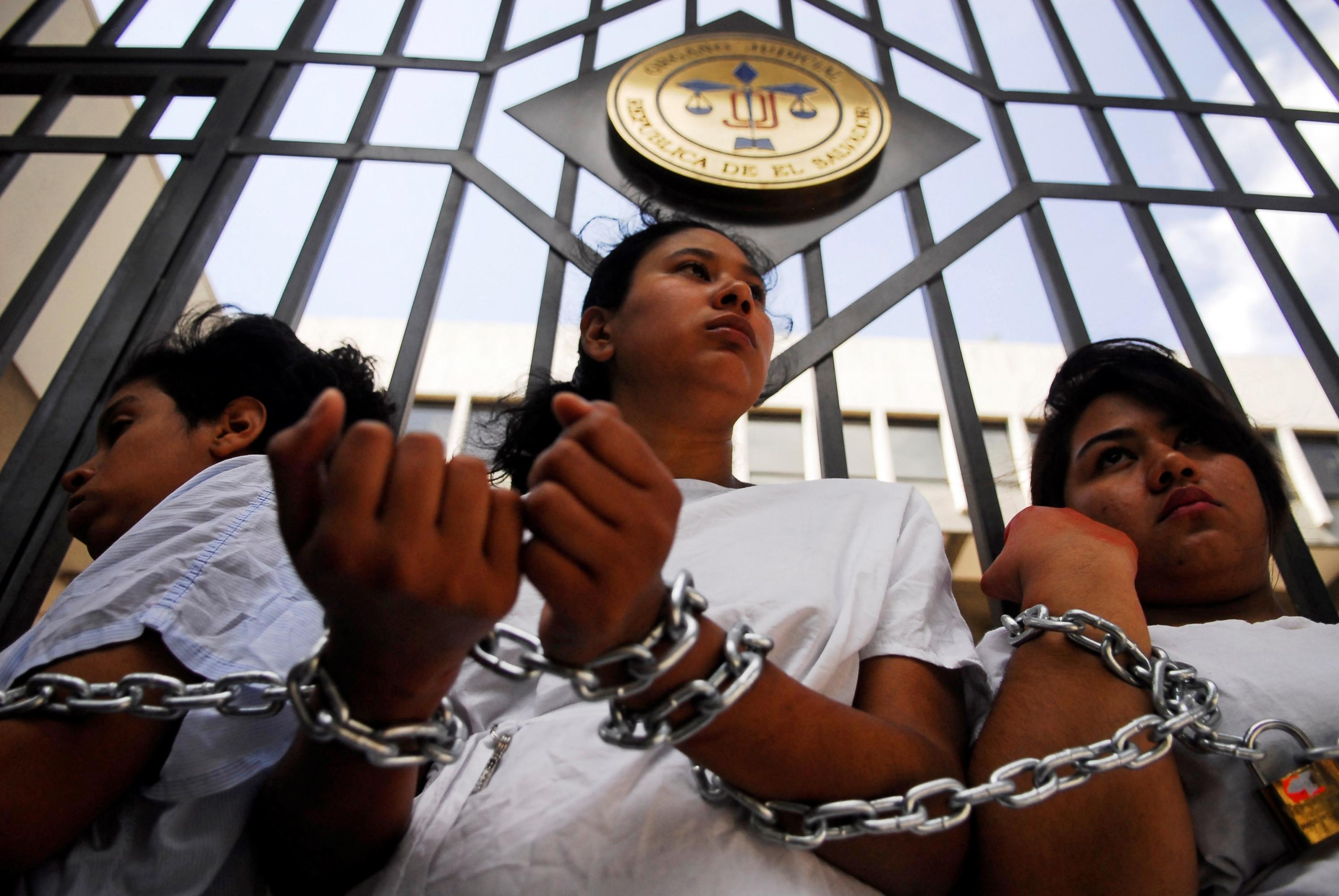 El Salvador: El Parlamento Europeo pide liberar a las mujeres de El Salvador  en prisión por perder a sus hijos | Público