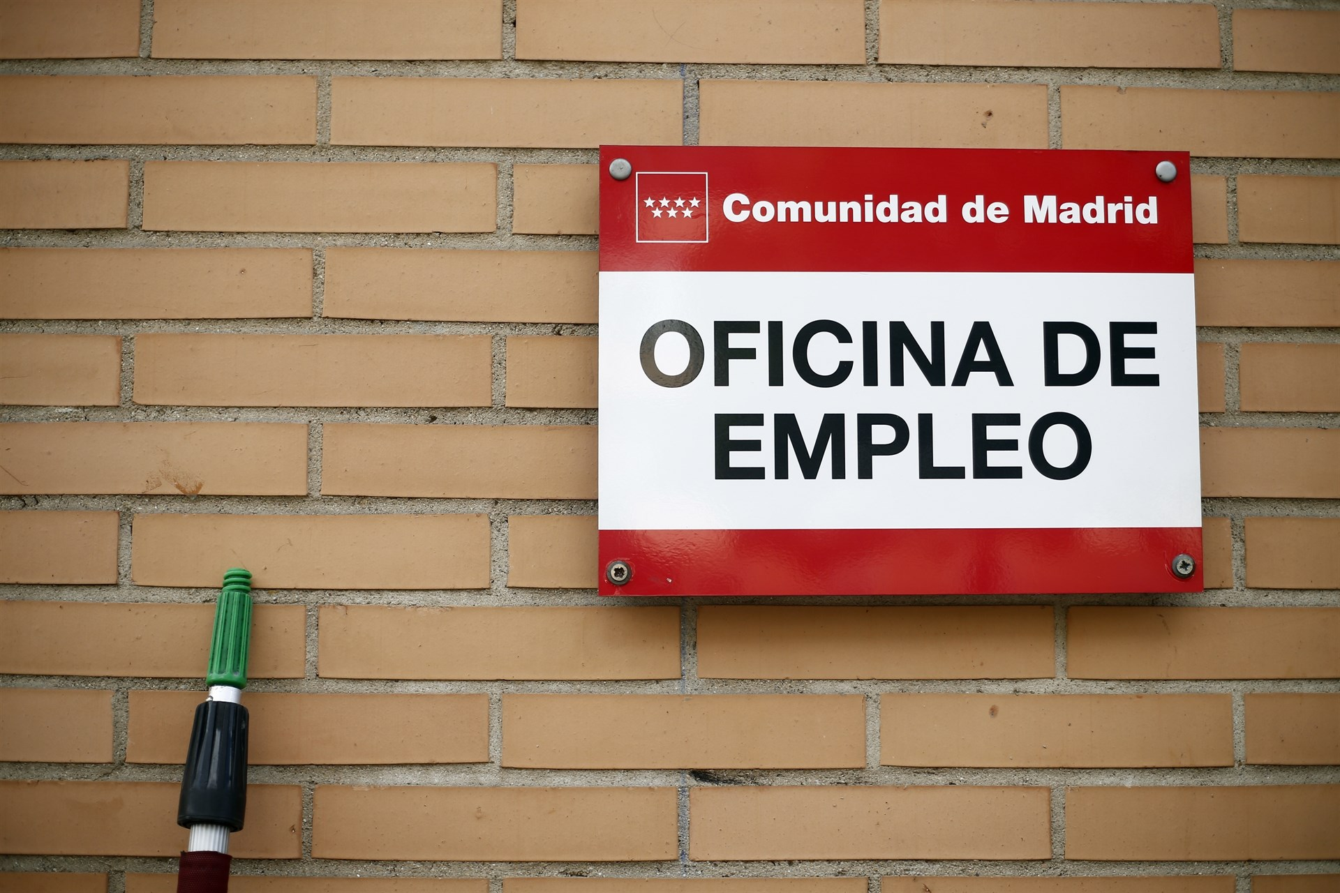 El gasto en prestaciones por desempleo baja un 5 2 en for Oficina de prestaciones
