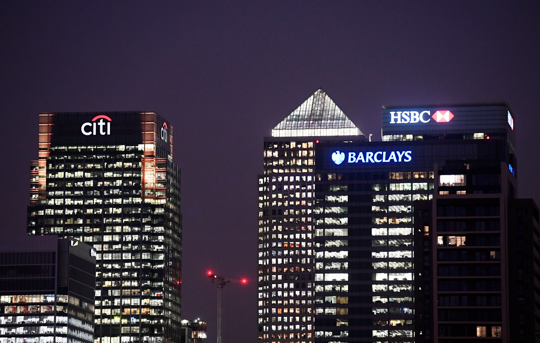 Los mercados y el Gobierno: La banca internacional redobla