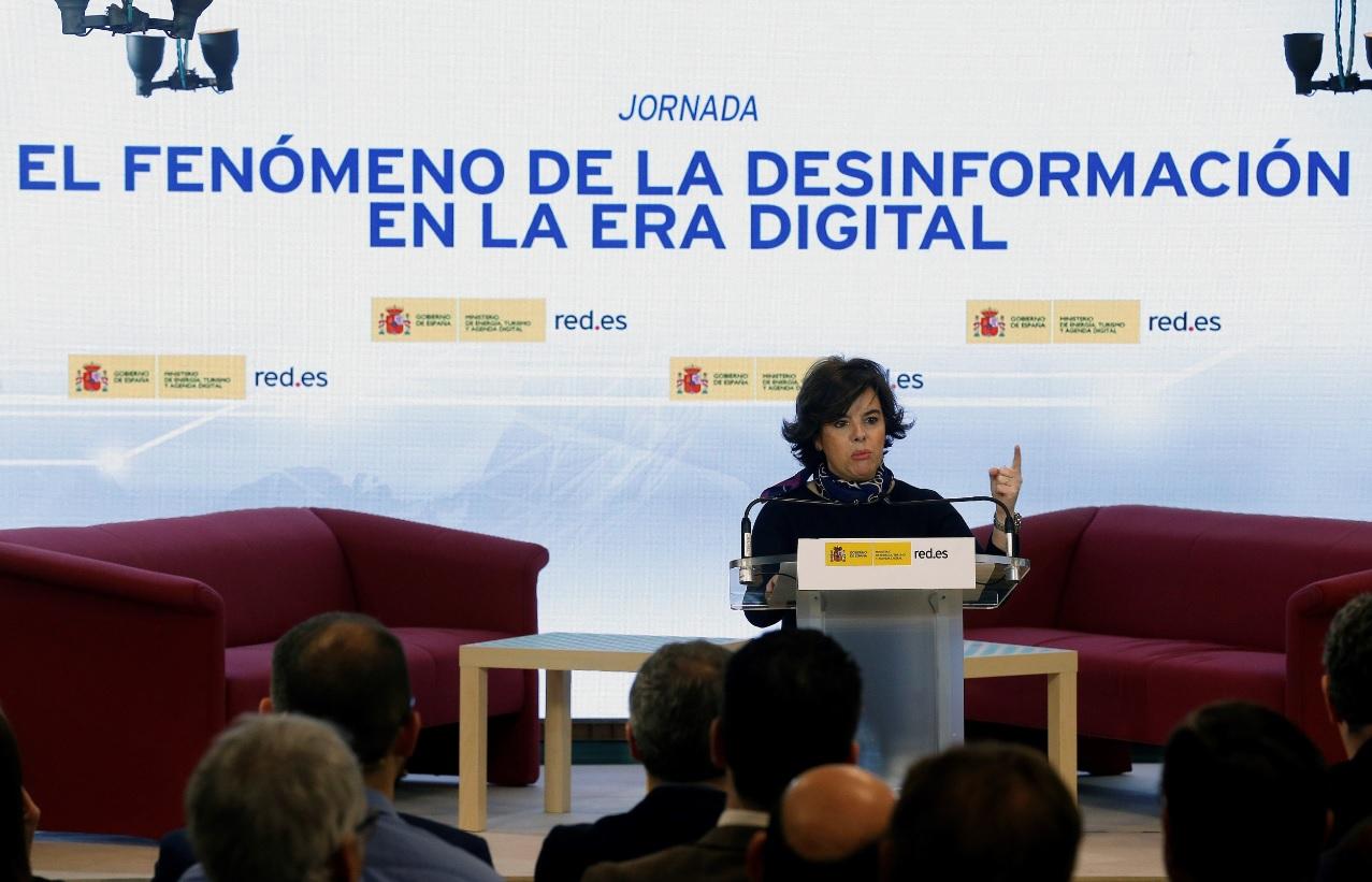 Fake News La Guerra Entre Santamaría Y Cospedal Desnuda La
