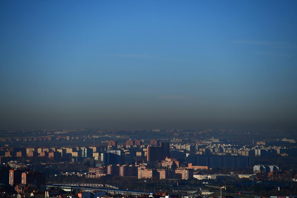 Vista de la boina de contaminación sobre la ciudad de Madrid. AFP. más  información. La UE da un ultimátum a España por ... f3ecdb00d21