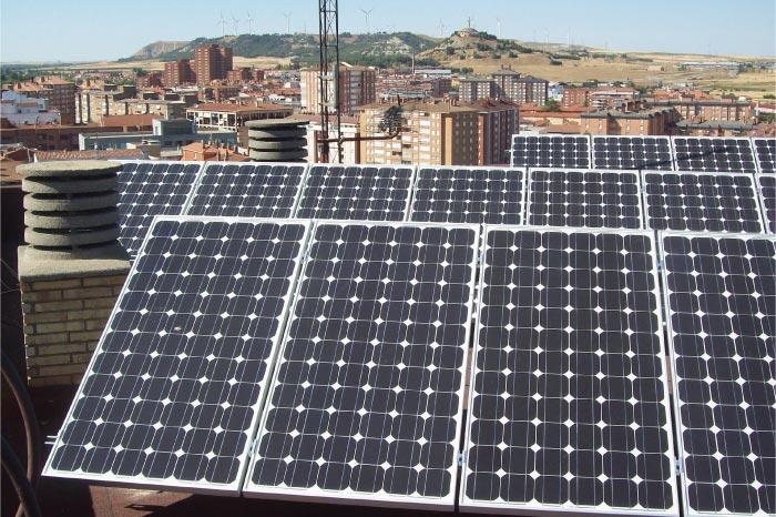 Los tejados solares en madrid generar an la mitad del for Tejados solares