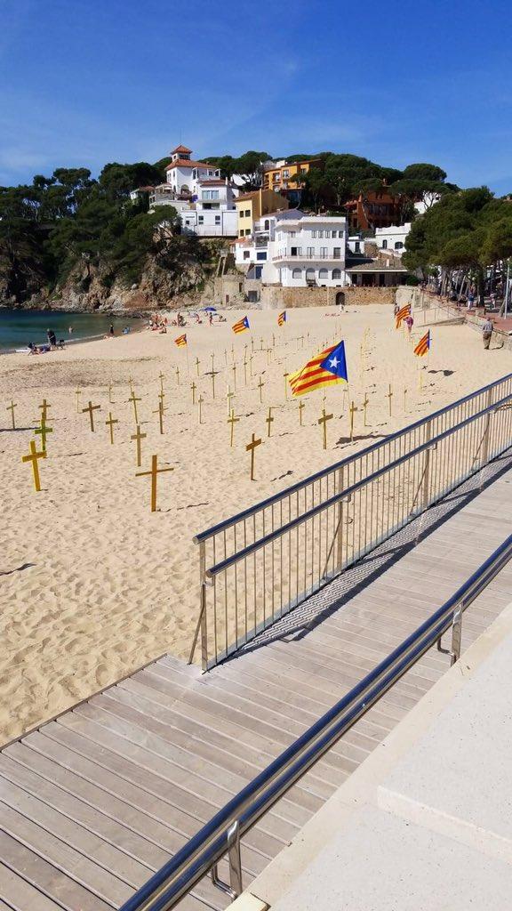 Playas De Catalunya Una Trifulca Por La Plantacion De Cruces