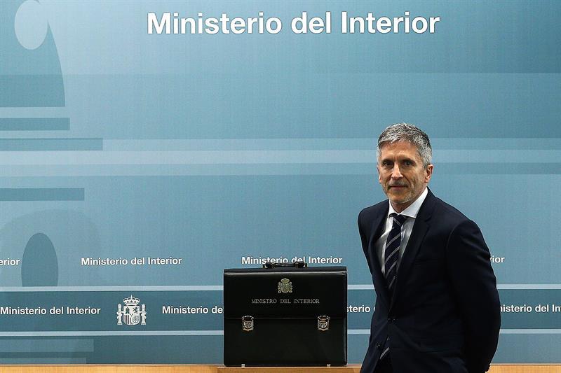 Migrantes grande marlaska har todo lo posible por for Escuchas ministro del interior
