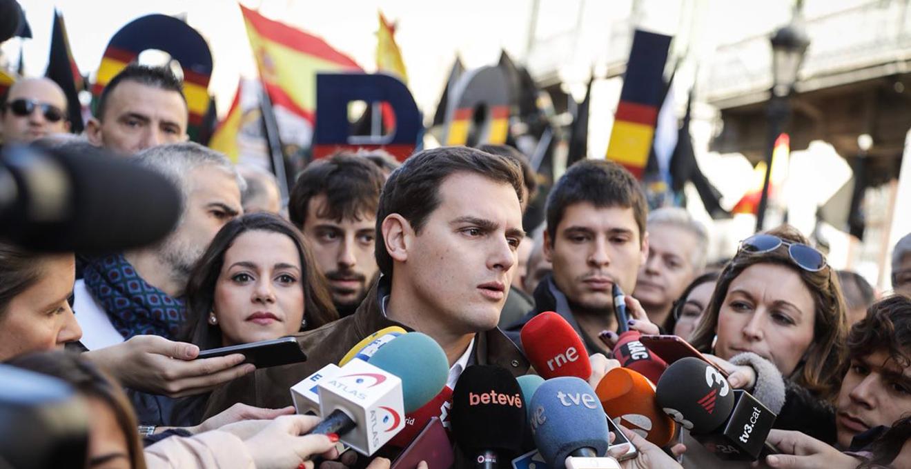 Albert Rivera protagonizó la gran manifestación convocada por Jusapol el  pasado enero en Barcelona para reclamar la equiparación de salarios de  Policía y ... b604fb38153