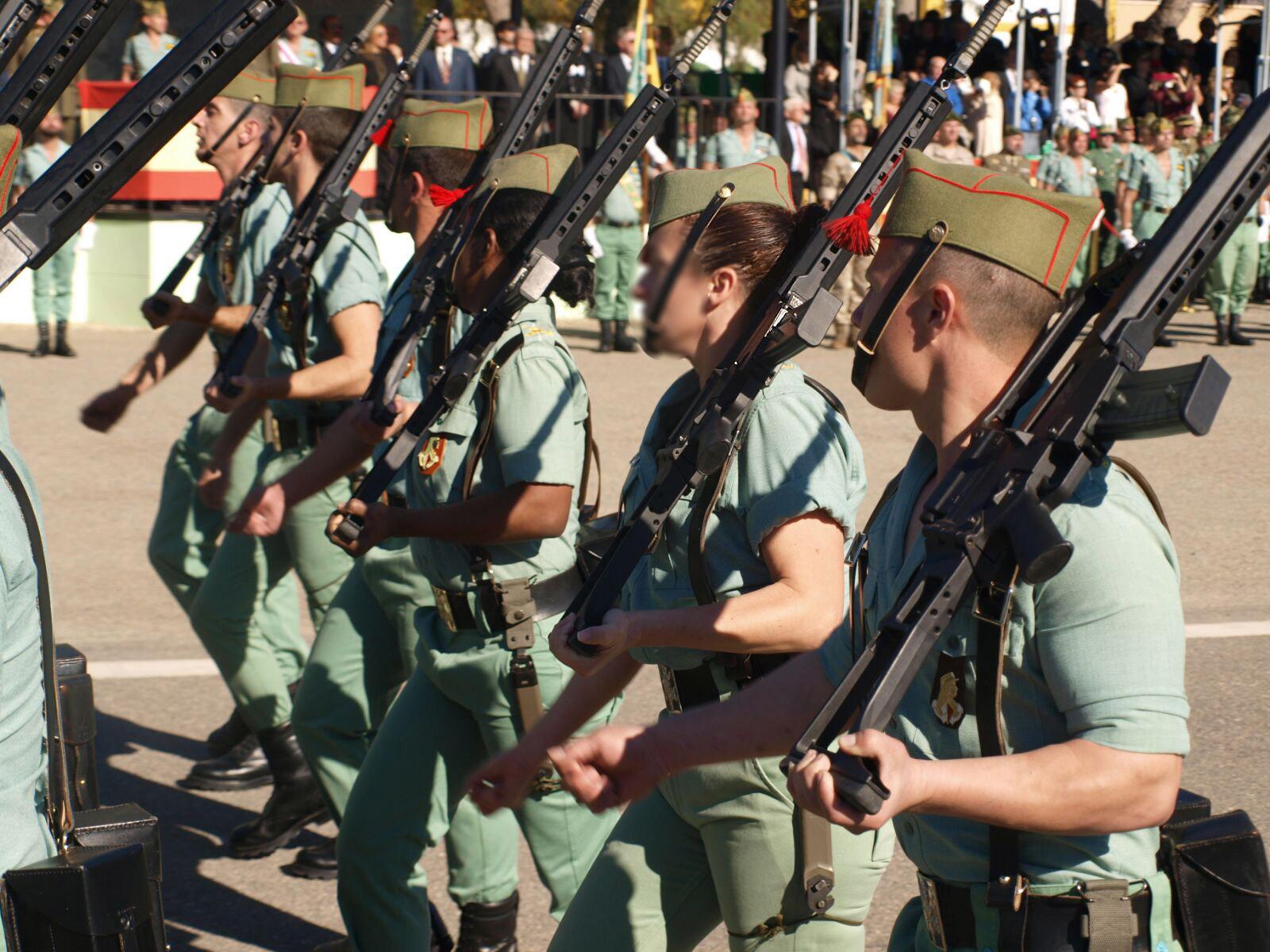 Ejército: Condenados tres cabos de la Legión por pasar 320 ...
