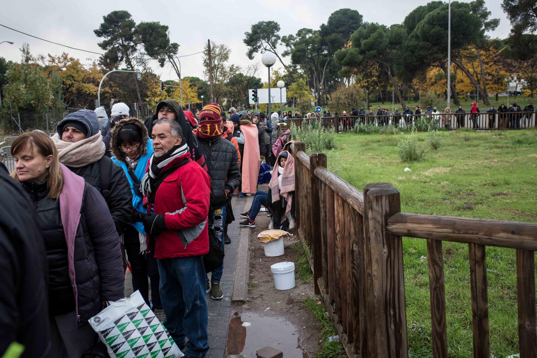 Asilo en espa a la larga y fr a noche de espera para iniciar el tr mite de asilo en madrid - Oficina de asilo y refugio ...