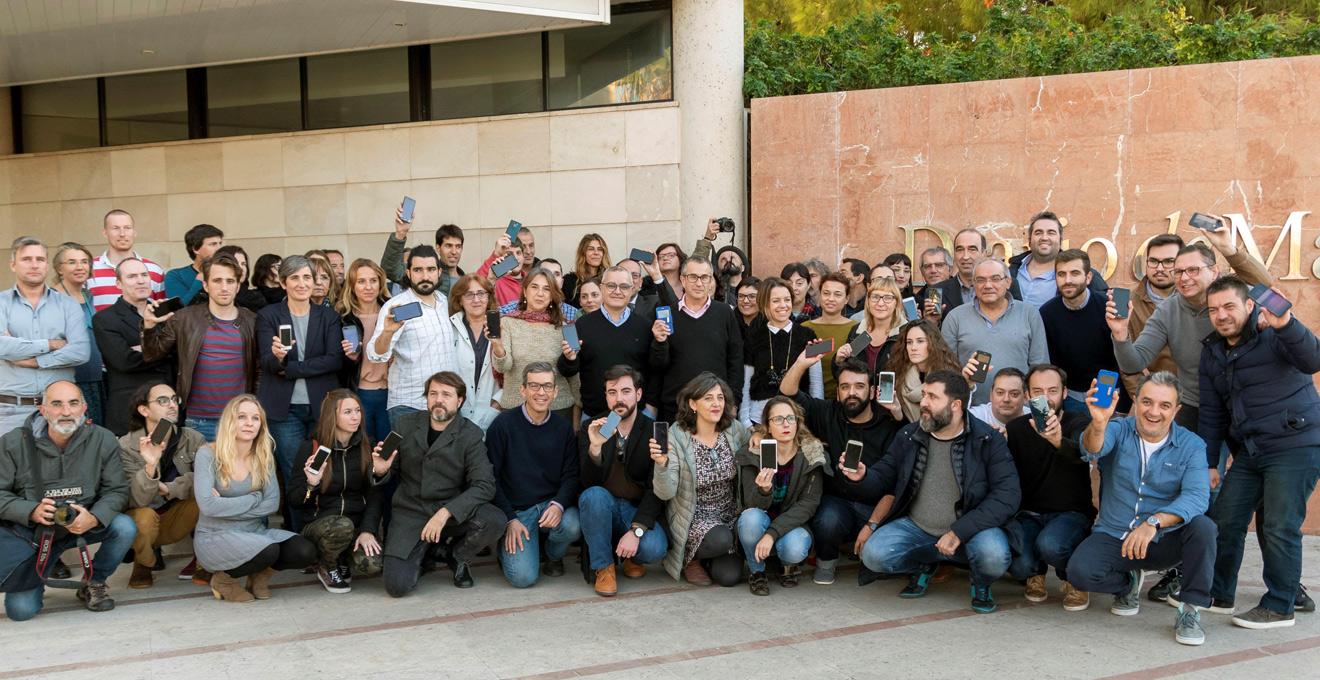 Los Periodistas Del Diario De Mallorca Se Han Concentrado A Las Puertas Como Protesta Por La Incautacin Telfono Mvil Uno Sus