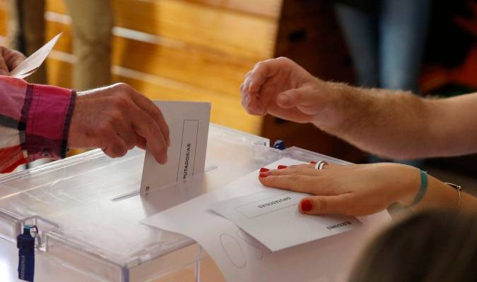 Resultado de imagen de colegio electoral españa