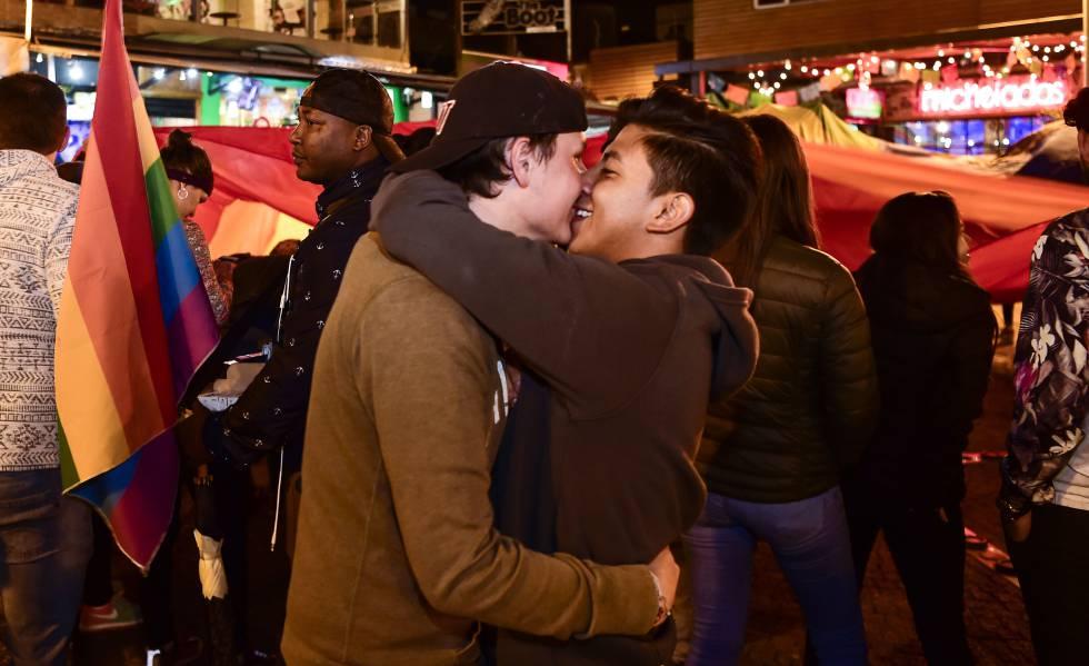 Matrimonio In Ecuador : Miles de católicos y evangélicos protestan en ecuador contra el