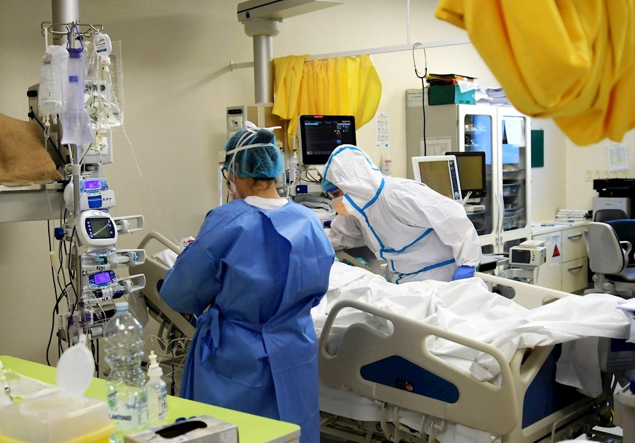 Sanidad Privada: Una clínica privada dice que solo atenderá a pacientes  leves de covid para ofrecer una baja remuneración a los enfermeros | Público