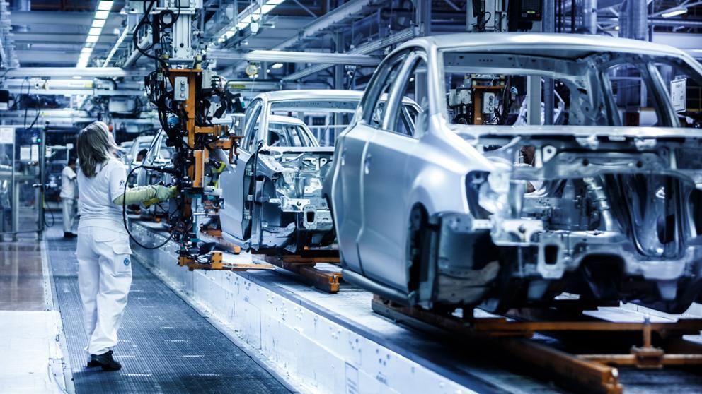 La industria del automóvil alemana busca salidas a la crisis   Público