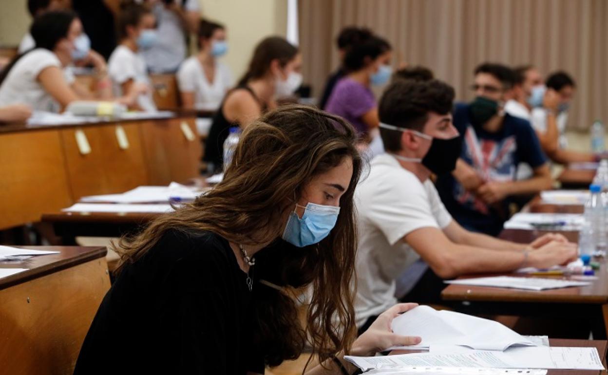 Universidades clases online: La brecha digital y el miedo a la  'elitización' de la universidad por la covid acompaña a los estudiantes en  la vuelta a clase | Público