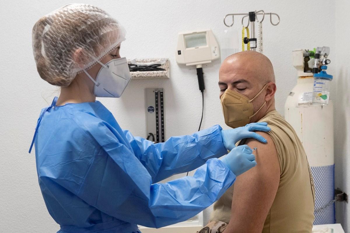 España toma la delantera europea en altos cargos vacunados (y cesados)