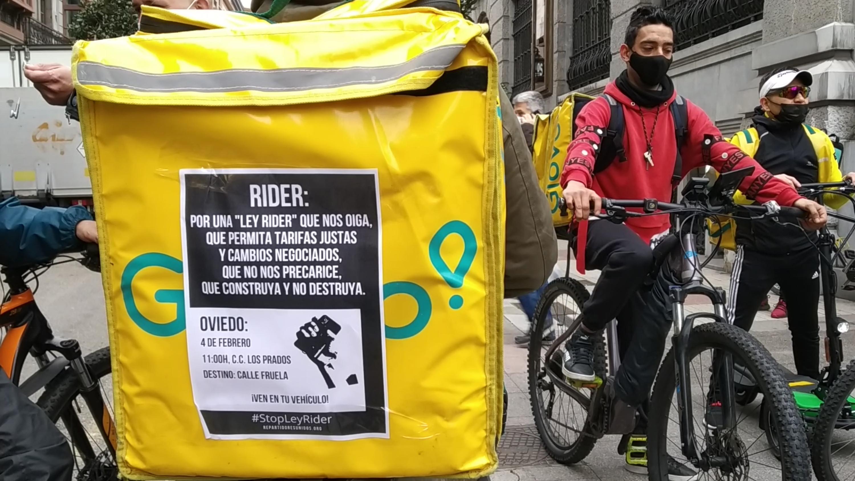 Repartidores: Los 'riders' se manifestarán en España el 3 de marzo para  pedir que la ley incluya la opción de ser autónomo   Público