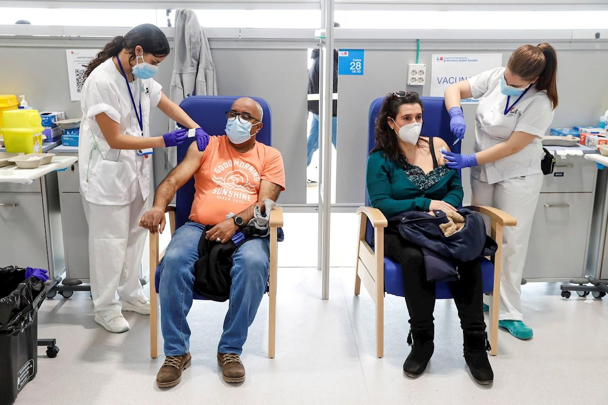 Vacuna coronavirus: Aumenta el ritmo de vacunación en España ante un nuevo  repunte de covid | Público