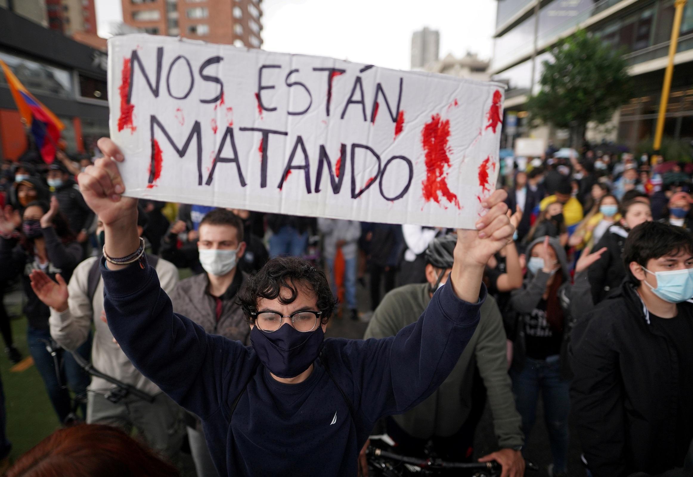 Protestas en Colombia: Las protestas contra el Gobierno colombiano dejan al  menos 24 muertos | Público