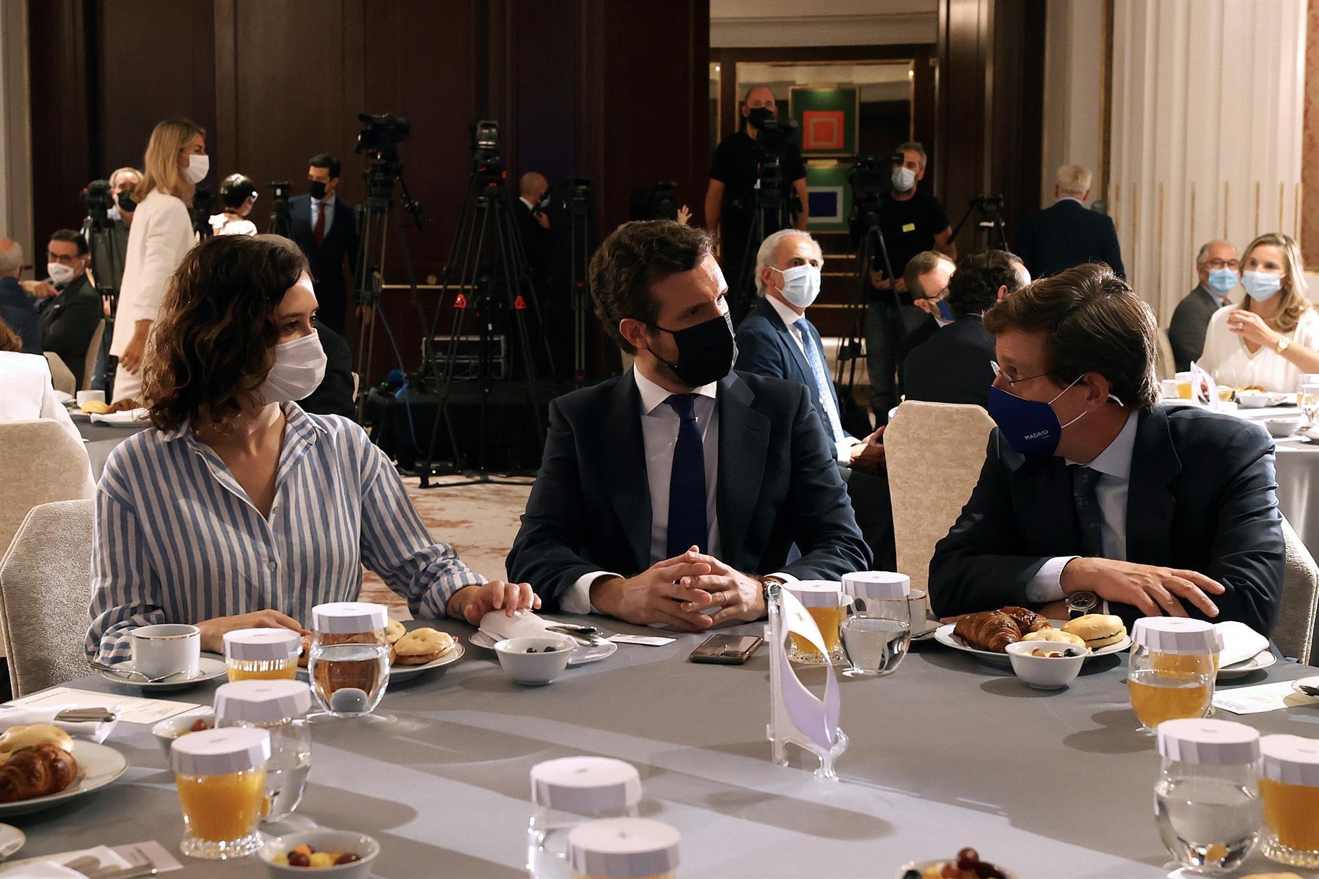 Ayuso aprovecha la mesa de diálogo en Catalunya para volver a proyectarse como líder estatal del PP
