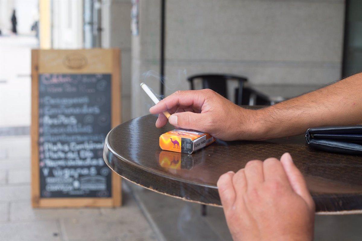 Adiós al humo en las terrazas:  Los no fumadores están siendo agredidos porque vivimos en una  tabacocracia