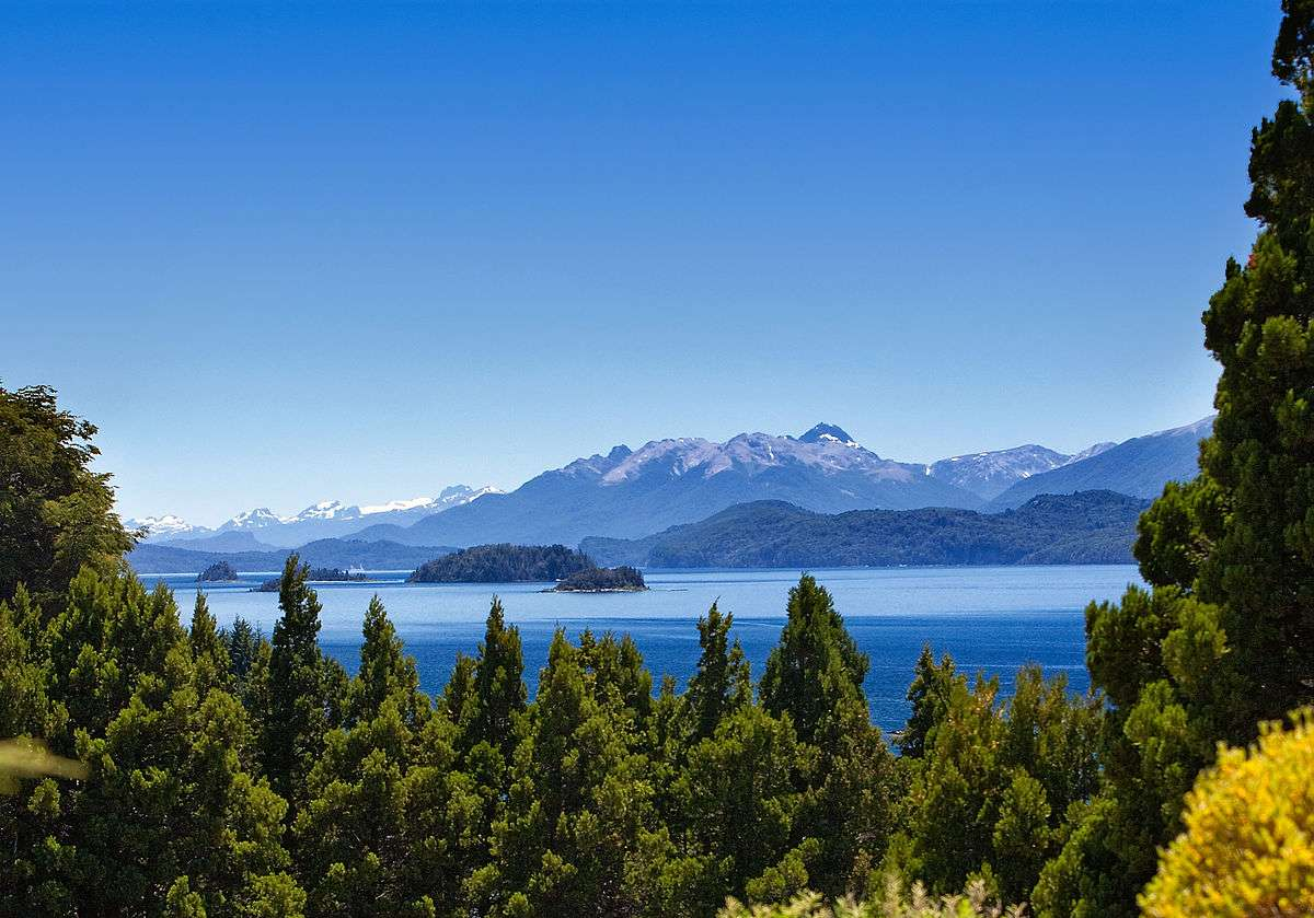 Lago Nahuel Huapi, usualmente considerado el octavo lago. Foto de David