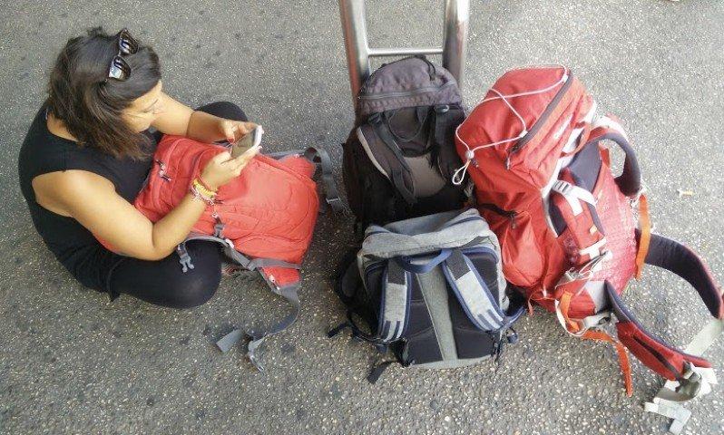Yo con mis mochilas listas para empezar un viaje. ¡Ojo¡ ¡No son todas mías!