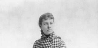 Nellie Bly con su abrigo y la unica maleta de amno que llevó consigo para el viaje. Fuente: http://grantland.com/the-triangle/nellie-bly-around-the-world-in-seventy-two-days/