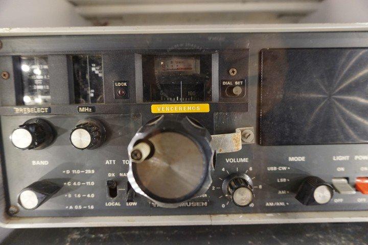 Una de las radios usadas en las bases guerrilleras por las mujeres timorenses. Fotografía de la radio expuesta en el Archivo y Museo de la Resistencia Timorense, en Dili.