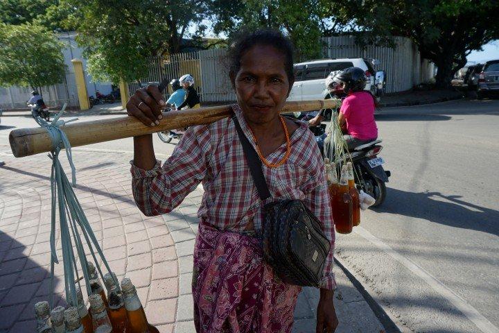 Vendedora ambulante en Dili, la capital de Timor Oriental.