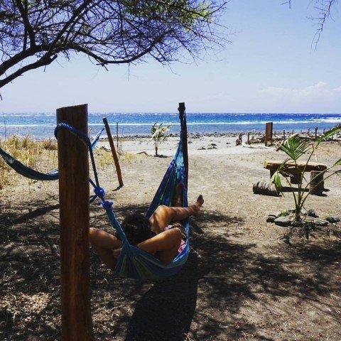 Yo relajándome en una hamaca en la isla de Atauro, en Timor Oriental.