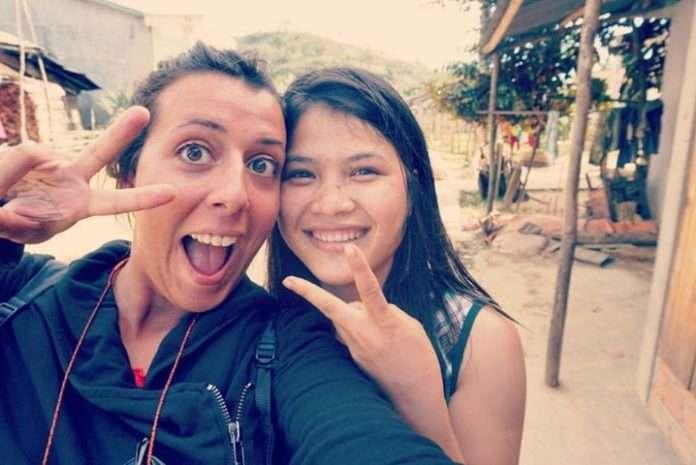 Selfie en una aldea remota transfronteriza de Vietnam. Aunque no hablábamos el mismo idioma, nos entendimos perfectamente las dos. :)