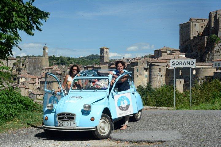 Ana, Eva y Thunder en la Toscana.